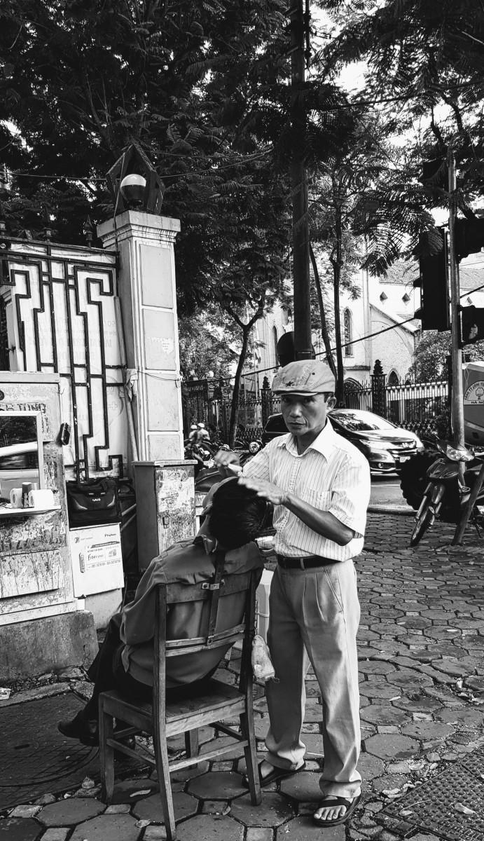 Street Barber Hanoi